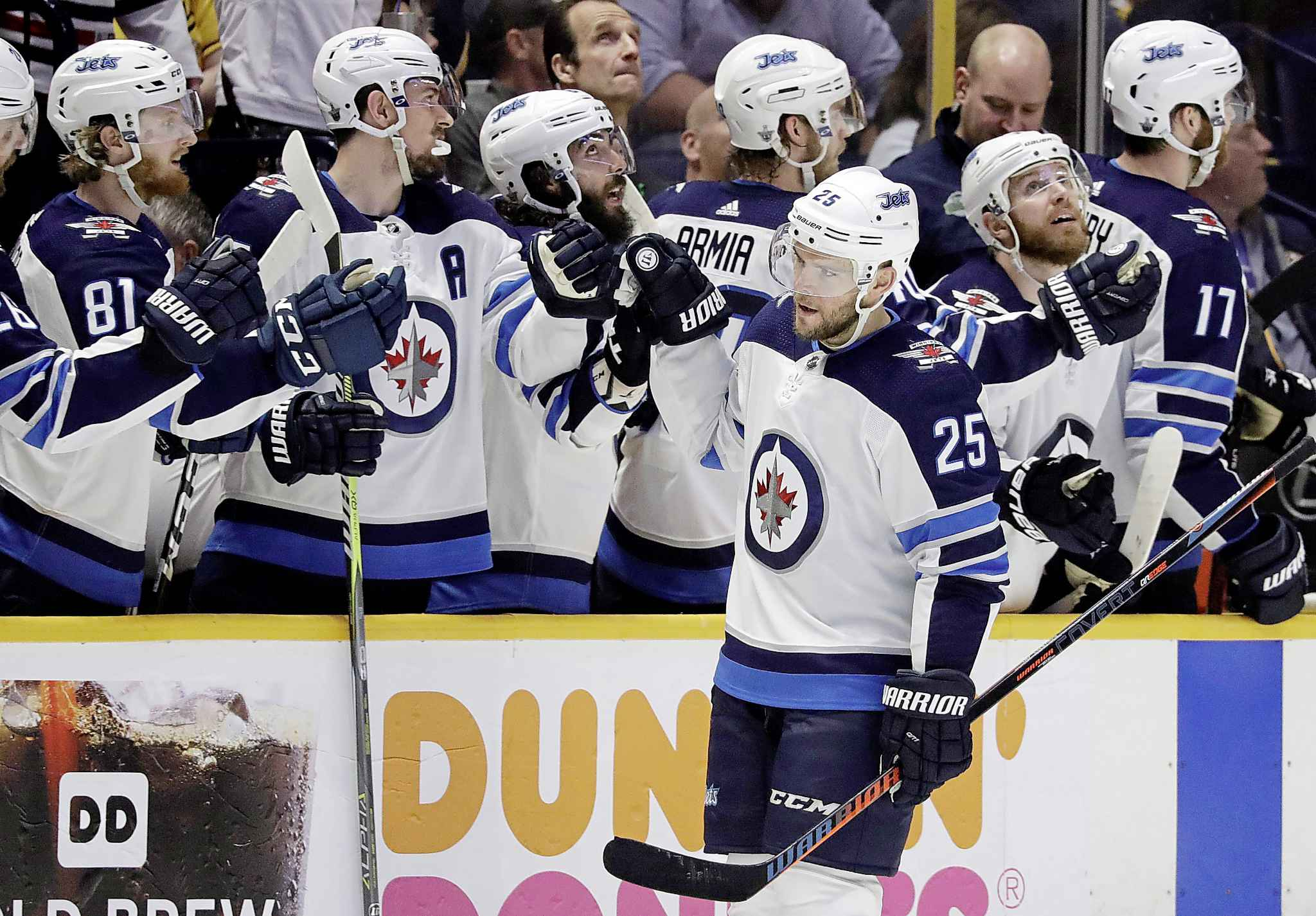 Winnipeg Jets centre Paul Stastny (25) .