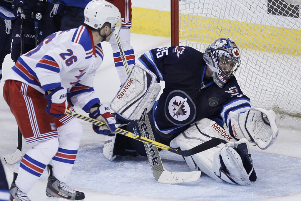 Winnipeg Jets goaltender Al Montoya (35) saves the shot from New York Rangers' Martin St. Louis (26). (JOHN WOODS / THE CANADIAN PRESS )