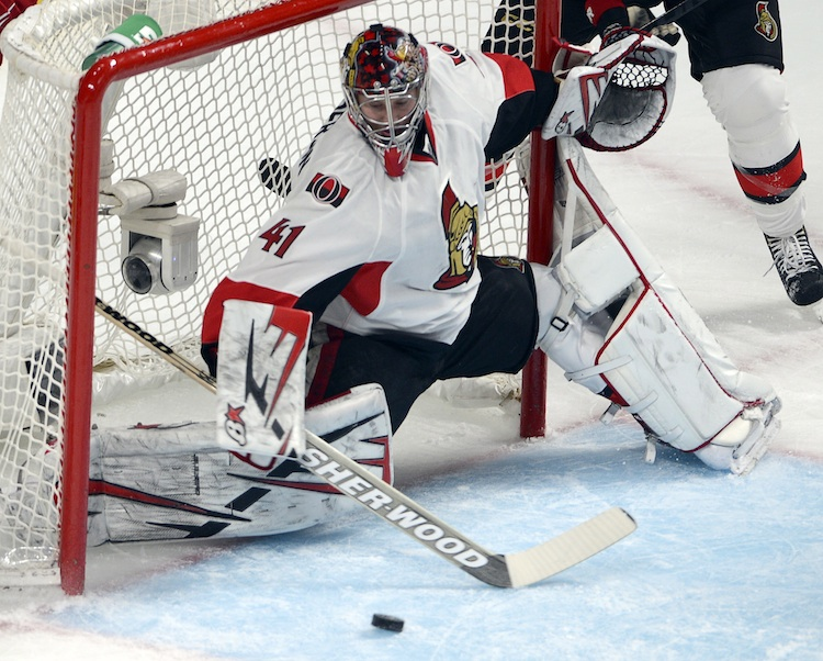 Ottawa Senators goalie Craig Anderson makes a save during the first period.