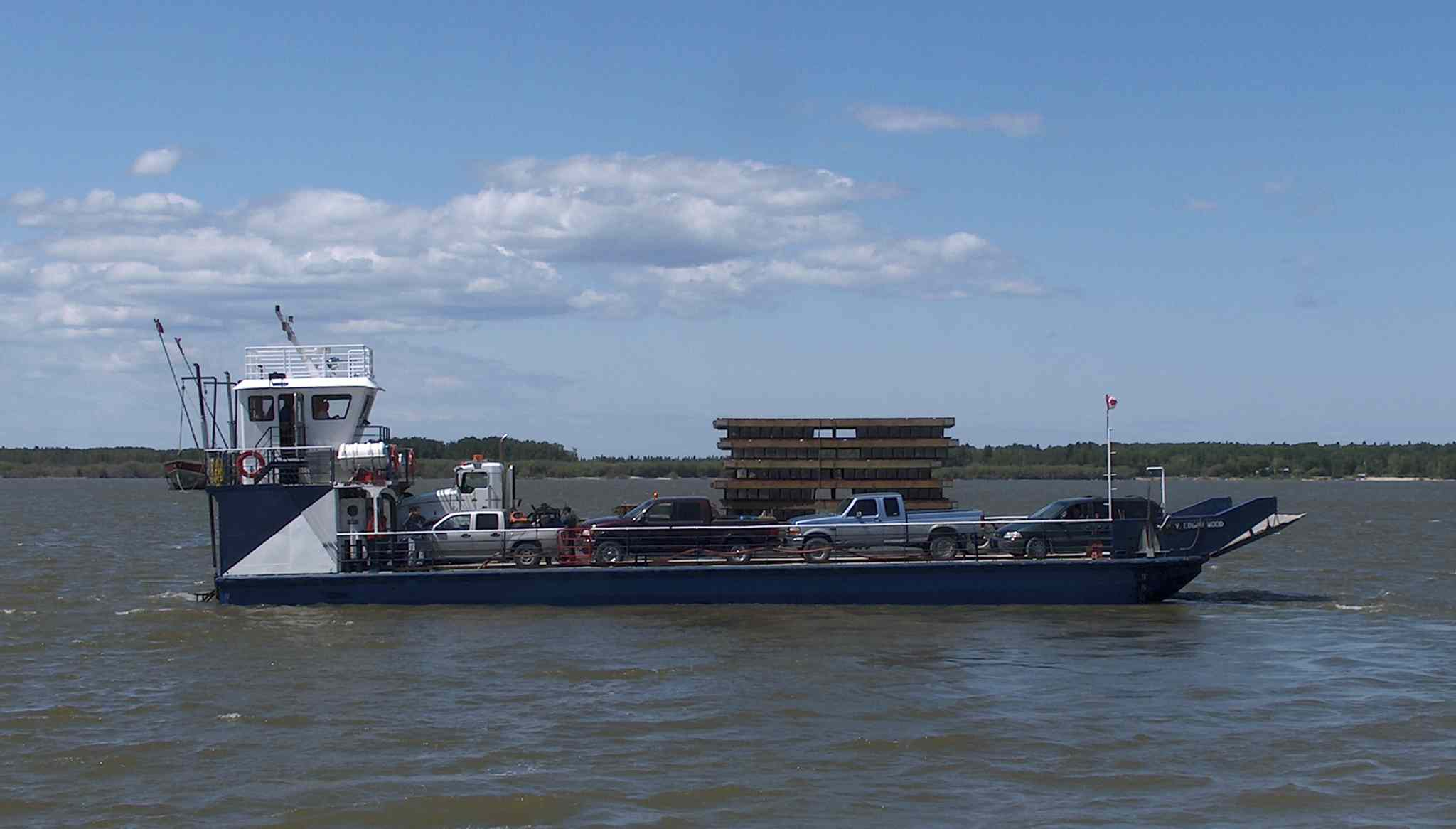 Ferry crossings: types, mode of operation. Water transport 45