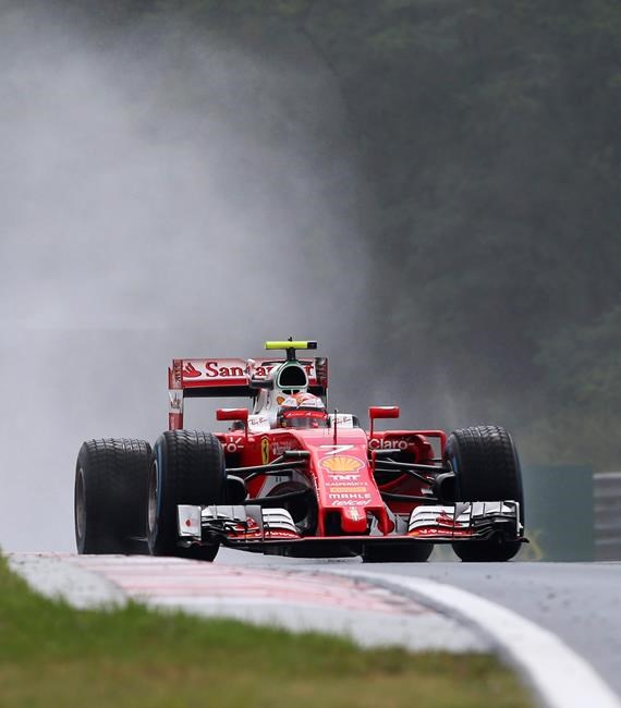 Rosberg takes Hungarian GP pole, edges Hamilton, Ricciardo