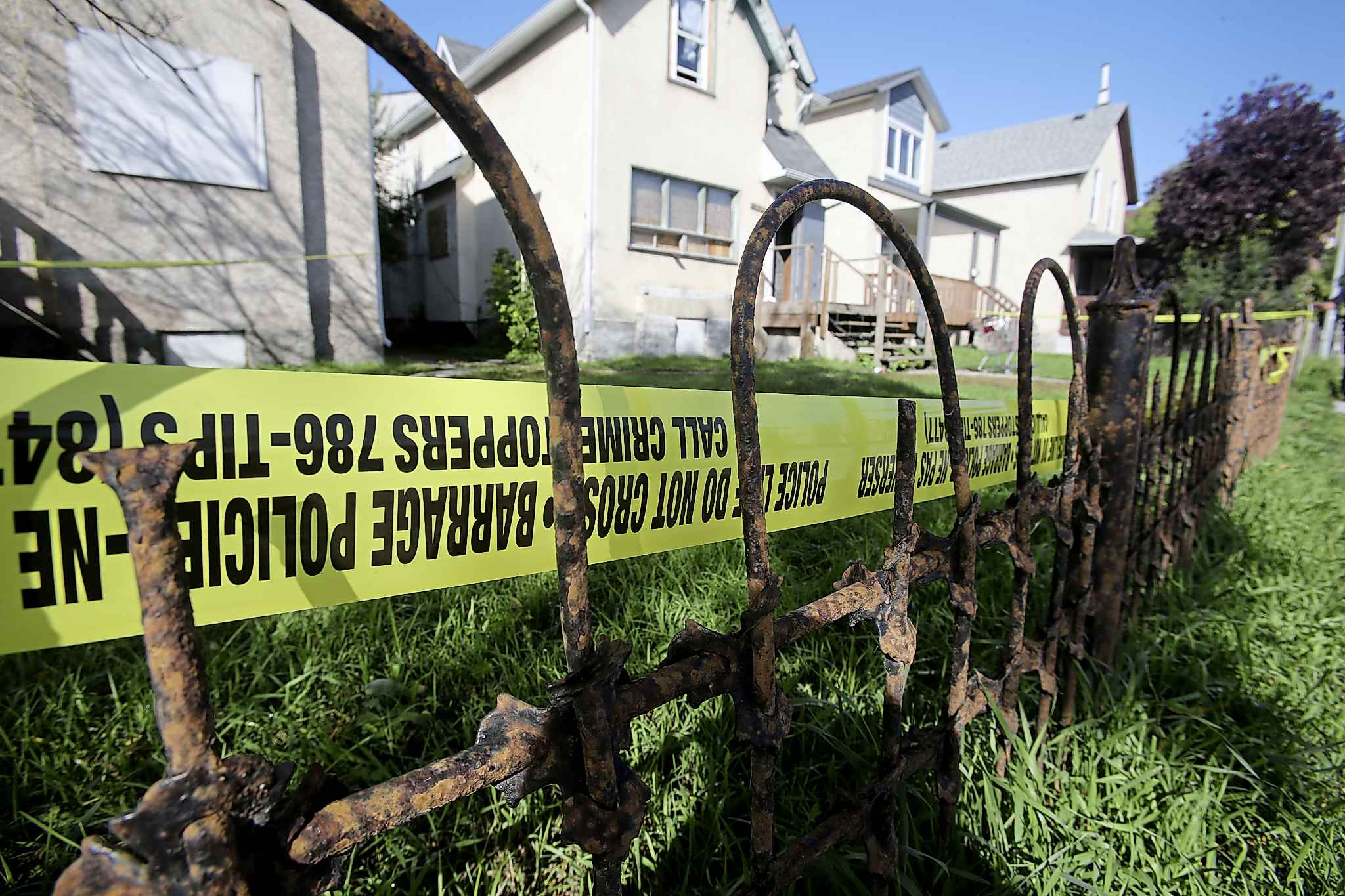 Police tape surrounds a residence at 574 Balmoral Street where the city's 29th homicide of the year took place in September 2019. (Shannon VanRaes / Winnipeg Free Press files)