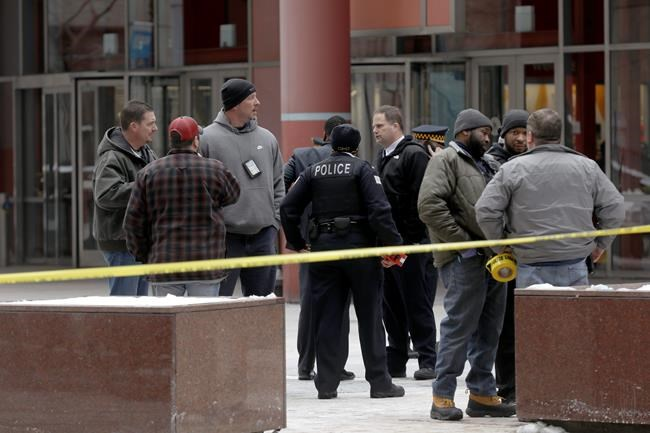 Police guard the crime scene after an off-duty Chicago police officer was shot at the James R. Thompson Center, Feb. 13, 2018. (John J. Kim / Chicago Tribune)/Chicago Tribune via AP)