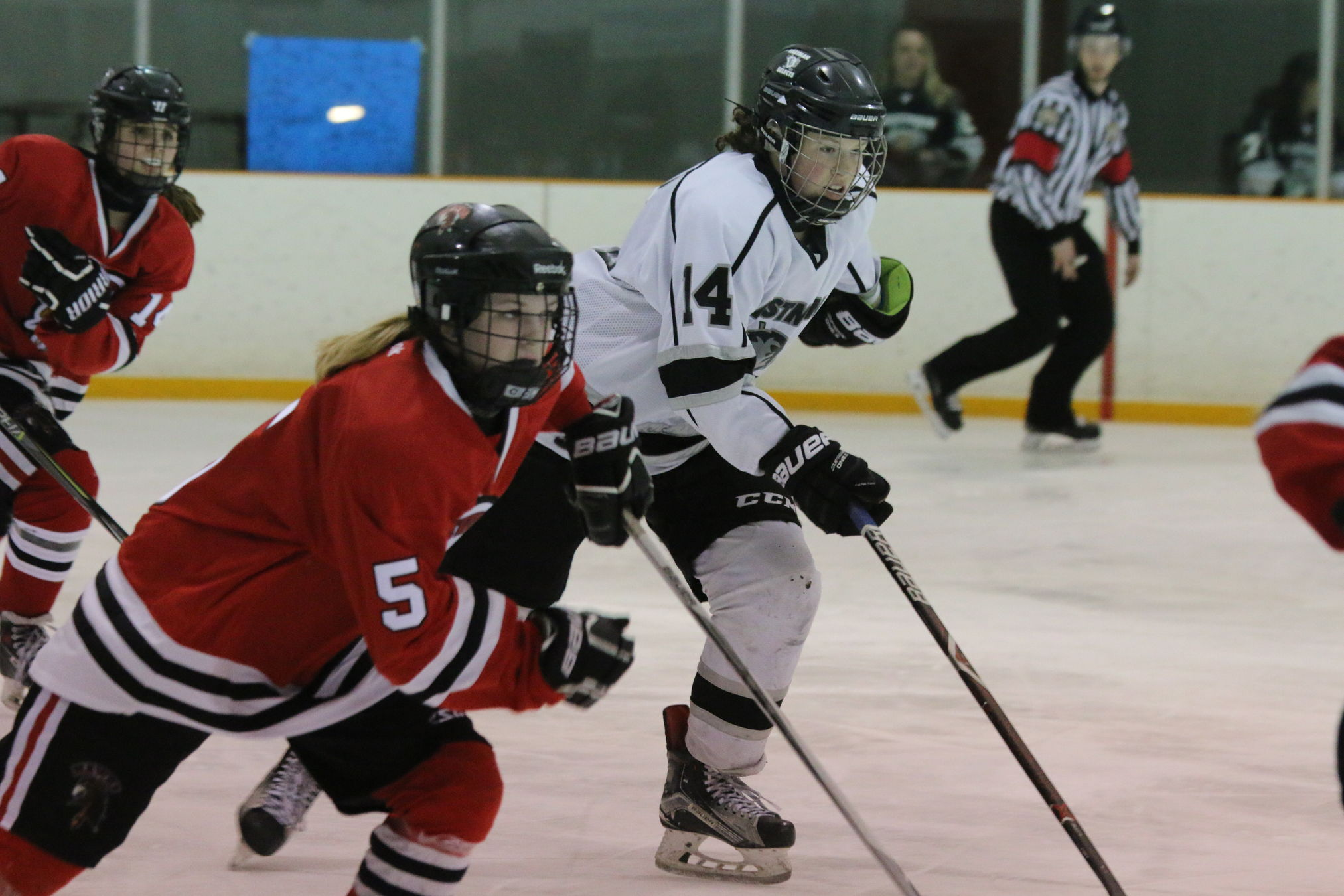 The Eastman Selects can win their first-ever Manitoba Female Midget Hockey League championship Wednesday at Ste. Anne with a victory over the Pembina Valley Hawks. Game time is 7:45 p.m. The Selects lead the best of 5 series 2-1.