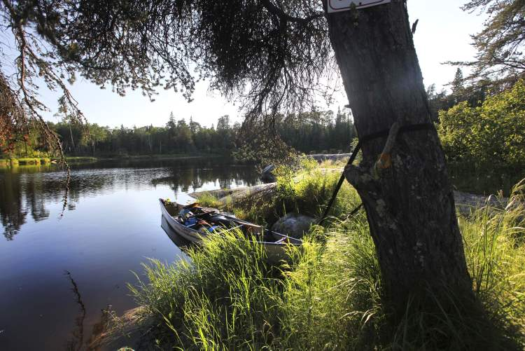 The duo's loaded canoe is tied to a tree near Elbow Rapids. (Ruth Bonneville / Winnipeg Free Press)