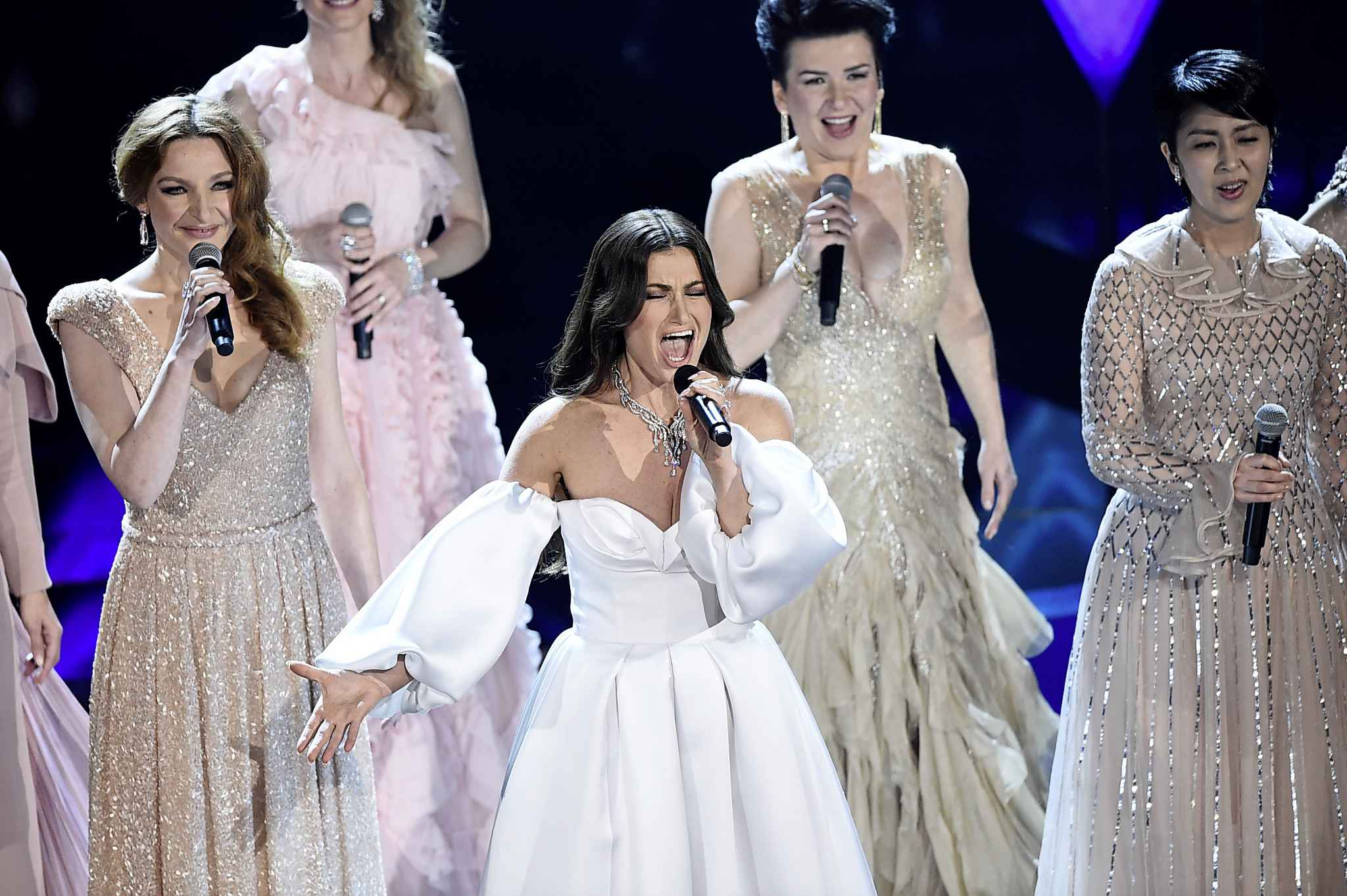 Idina Menzel (centre) performs with international voice actresses that play Elsa in the movie Frozen II at the Oscars on Sunday. (Chris Pizzello / The Associated Press)