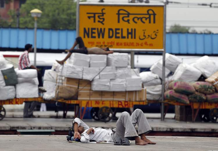 Indian laborers sleep on railway platforms at the New Delhi railway station following a power outage in New Delhi, India, Tuesday, July 31, 2012. India's energy crisis cascaded over half the country Tuesday when three of its regional grids collapsed, leaving more than 600 million people without government-supplied electricity. (AP Photo/Mustafa Quraishi) (CP)