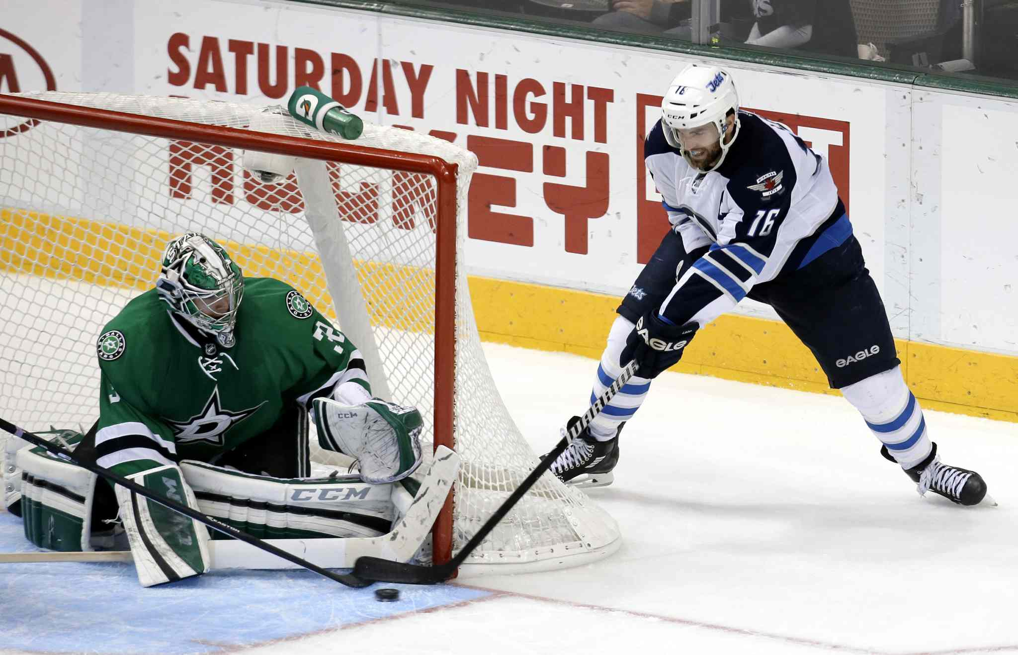 Dallas Stars goalie Kari Lehtonen blocks a shot from Andrew Ladd in the third period.