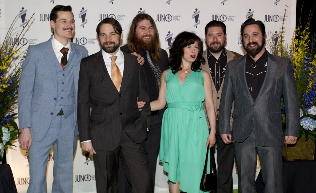 Little Miss Higgins and The Winnipeg Five arrive on the green carpet for the Juno Gala. (JOHN WOODS / THE CANADIAN PRESS)