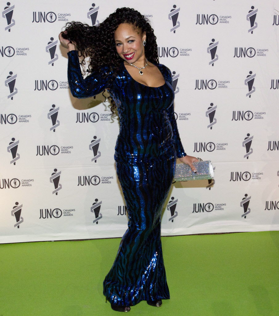 Melanie Durrant is all glitz and glam on the green carpet for the Juno Gala. (JOHN WOODS / THE CANADIAN PRESS)