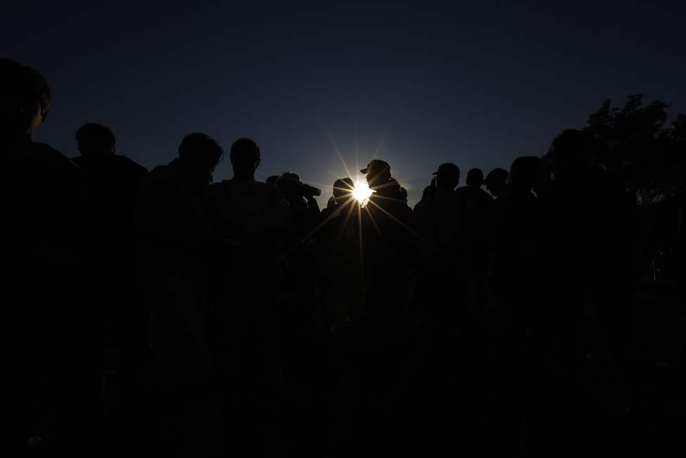 Winnipeggers hit Assiniboine Park to catch a glimpse of a partial eclipse Sunday May 20, 2012.    John Woods / Winnipeg Free Press
