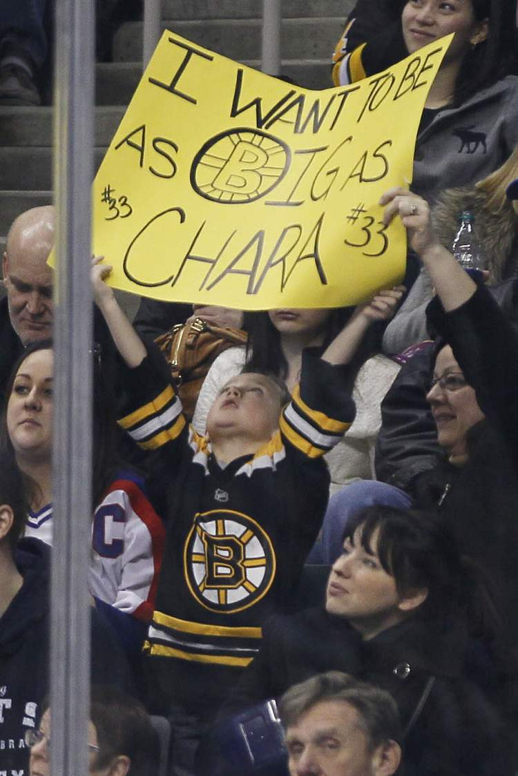 A young Boston Bruins fan lets the home crowd know what he's thinking during the first period. (JOHN WOODS / WINNIPEG FREE PRESS)