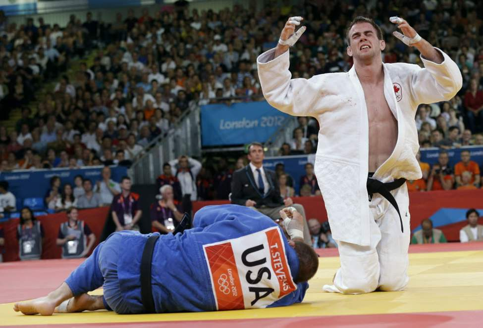 Canada's Antoine Valois-Fortier, right, defeats the United State's Travis Stevens in a bronze medal match during the men's 81-kg judo competition. (AP Photo/Paul Sancya) (Postmedia AP)