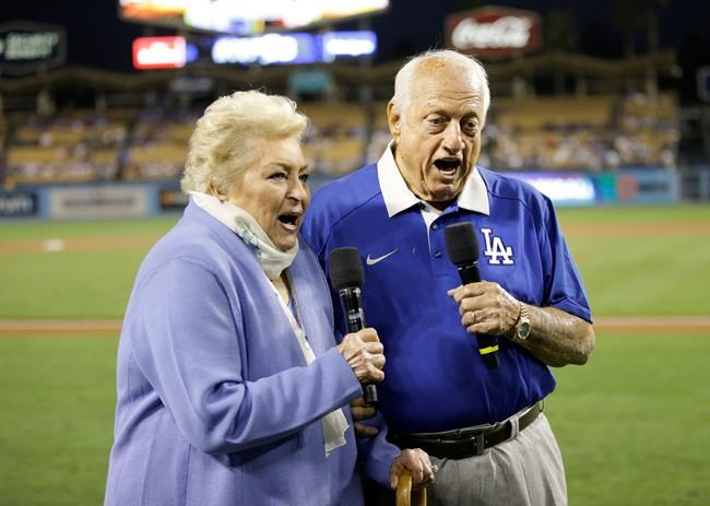 Dodgers honor Vin Scully for his 67 years of storytelling