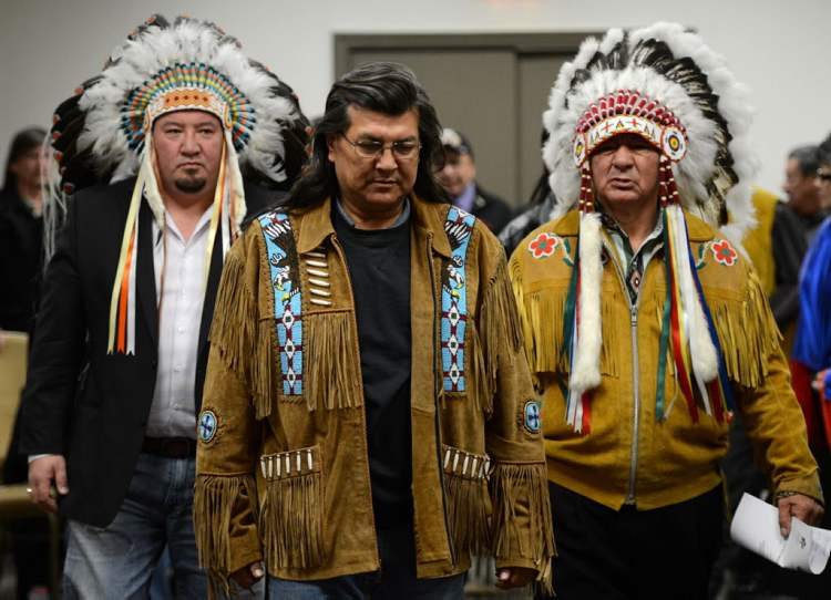 Grand Chief Derek Nepinak of the Assembly of Manitoba Chiefs, left, and Assembly of First Nations Regional Chief Bill Traverse, right, walk with hunger striker and Manitoba elder Raymond Robinson as they make their way to a a press conference following a meeting with the Assembly of Manitoba Chiefs in Ottawa today.