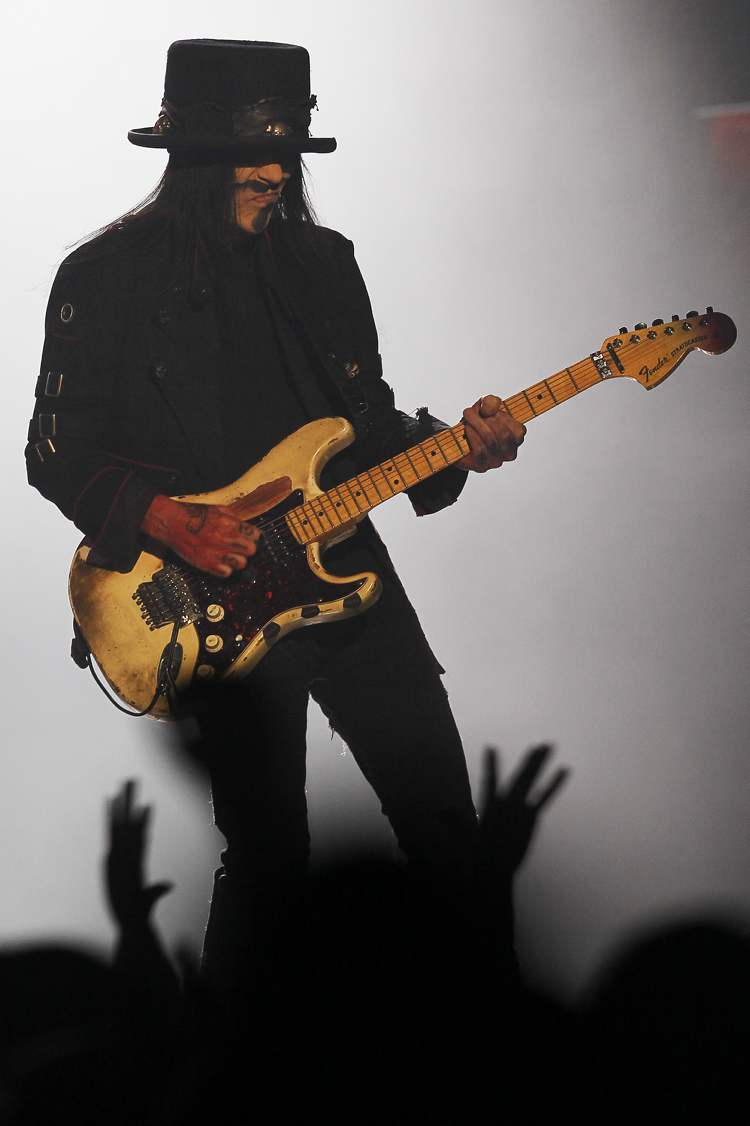 Mick Mars (Winnipeg Free Press)