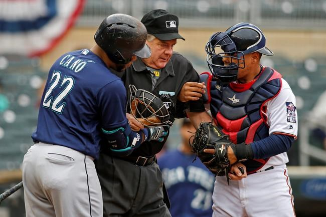 Plate umpire Layne hit in mask, leaves Mariners-Twins game