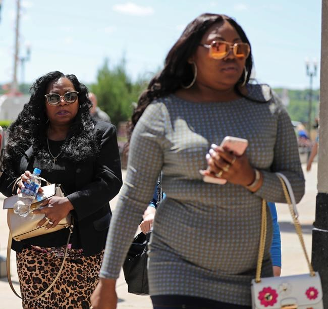 Judge, lawyers question potential jurors at officer's trial