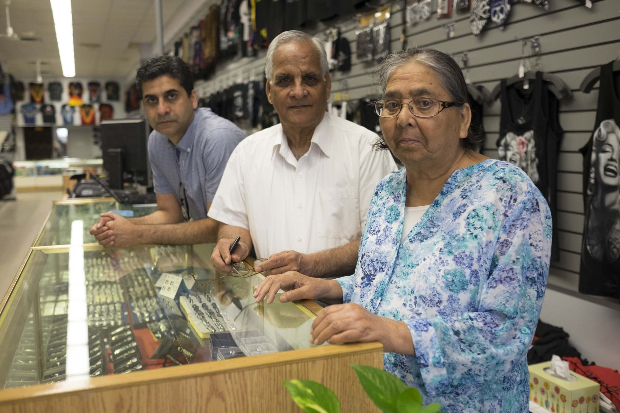 PHOTOS BY ZACHARY PRONG / WINNIPEG FREE PRESS</p><p>Gurinder Nirula (left) with his parents, Sartaj Nirula and Jasbir Nirula. The couple opened O Calcutta, a store that sells T-shirts and pop culture paraphernalia, 40 years ago.</p></p>