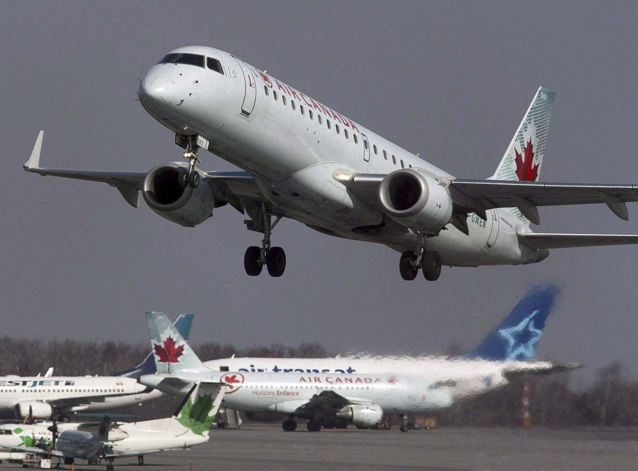 ANDREW VAUGHAN / THE CANADIAN PRESS FILES</p><p>Air Canada said Thursday it has signed agreements with three of its key suppliers to help them create a Western Canada Centre of Excellence for aircraft maintenance work in Manitoba.</p>