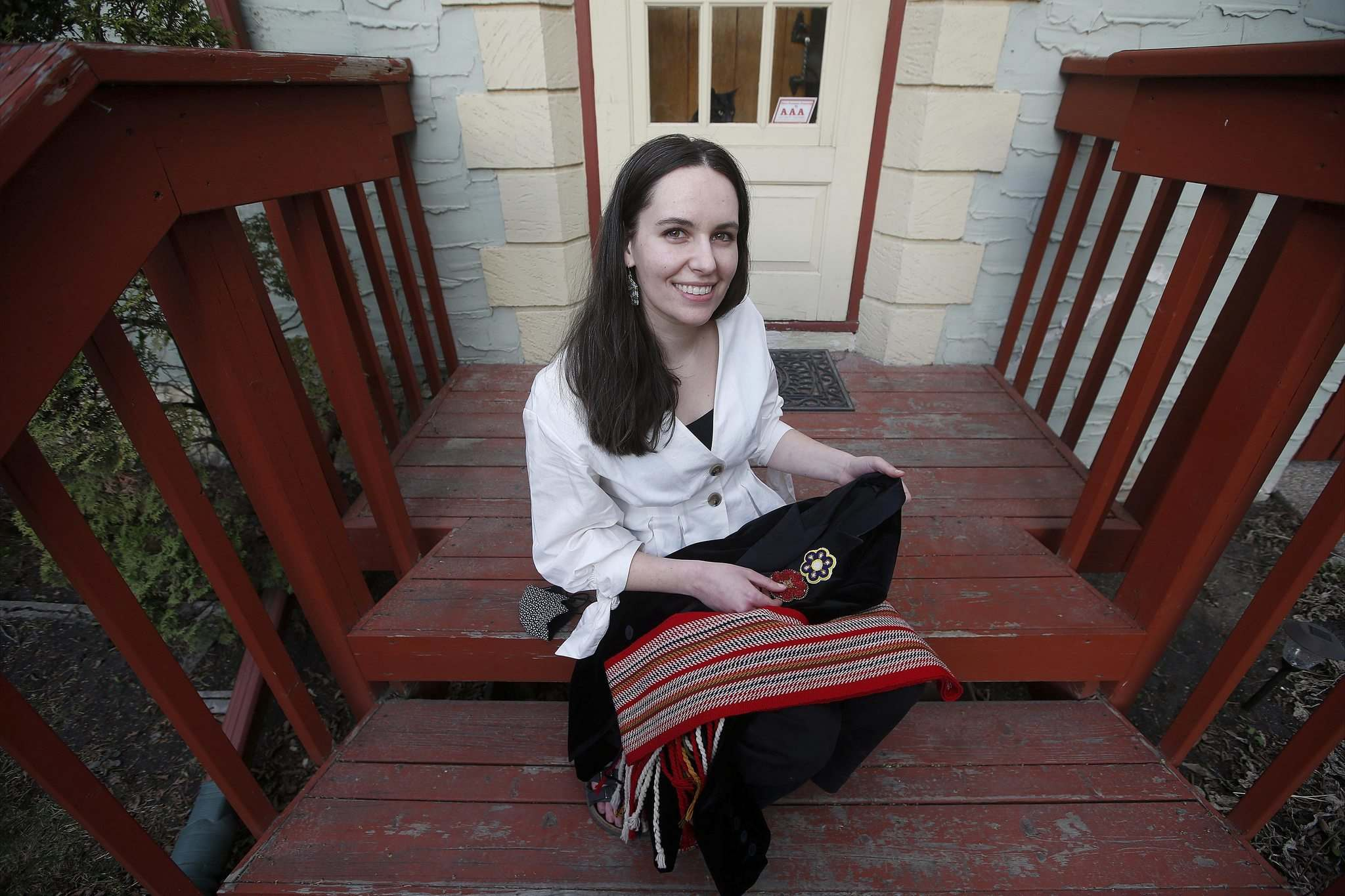 When Natalie Copps was looking for a pastime to wile away the pandemic, she turned to her Métis roots and took up beadworking. (John Woods / Winnipeg Free Press)