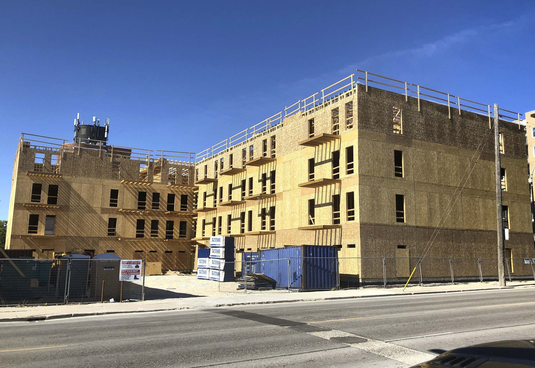RUTH BONNEVILLE / WINNIPEG FREE PRESS</p><p>The project at the corner of Princess Avenue and Logan Street is expected to be completed by the end of this year.</p></p>