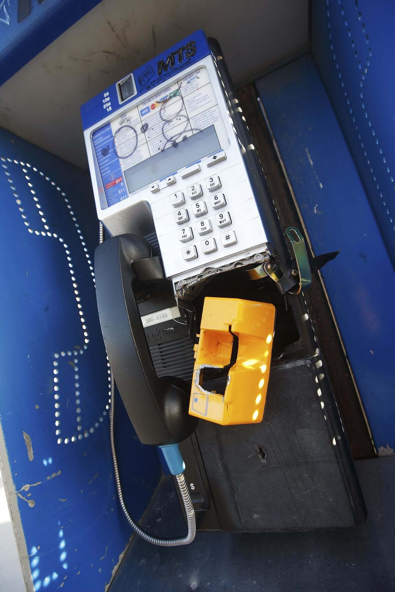 JOHN WOODS / WINNIPEG FREE PRESS</p><p>Some pay phones have been smashed, likely in an attempt to get at the coins inside.</p>