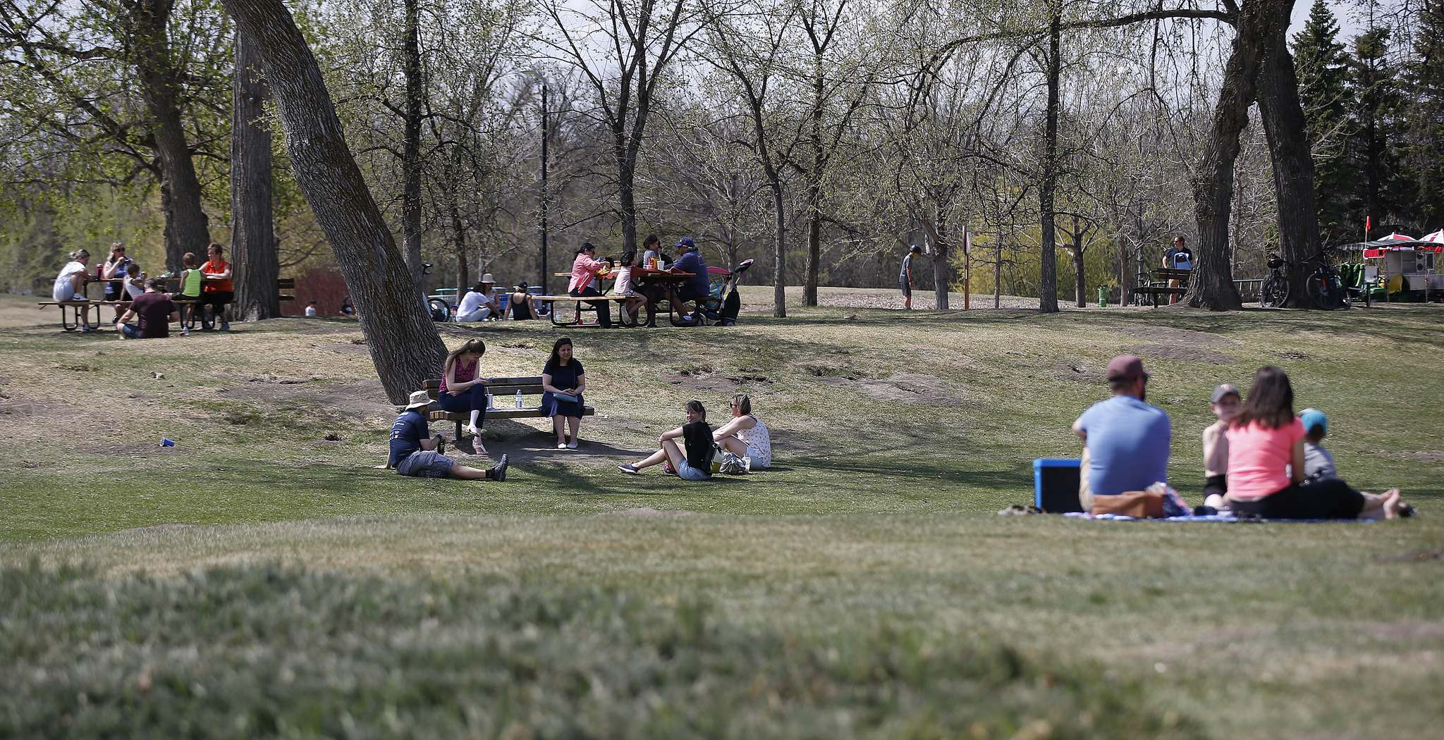 Up to five people can gather together outdoors as of Saturday. (John Woods / Winnipeg Free Press files)</p>