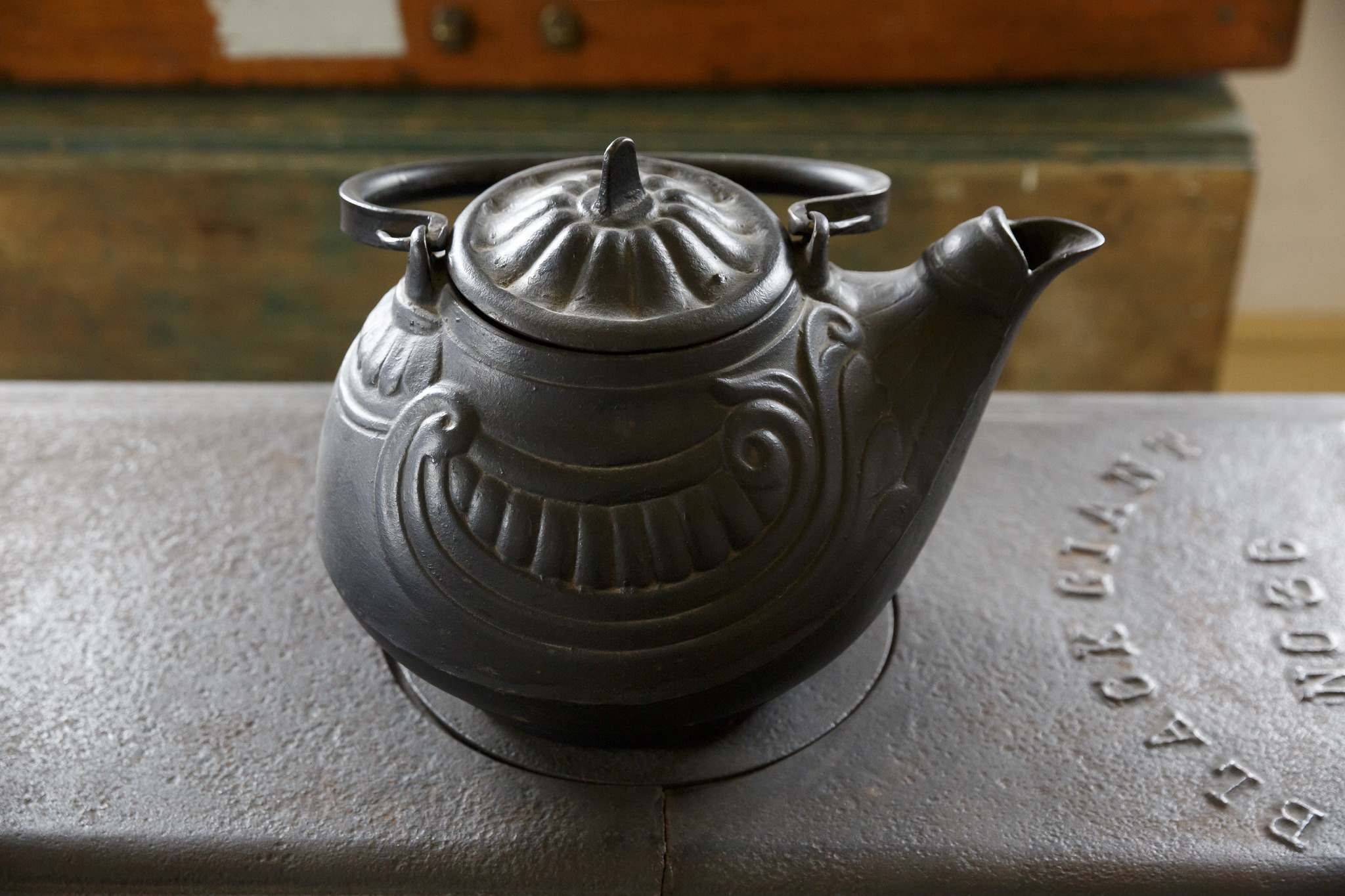 A large, very heavy, cast iron tea kettle that would have provided enough tea for the whole house and any visitors who might drop in. (Mike Deal / Winnipeg Free Press)</p>