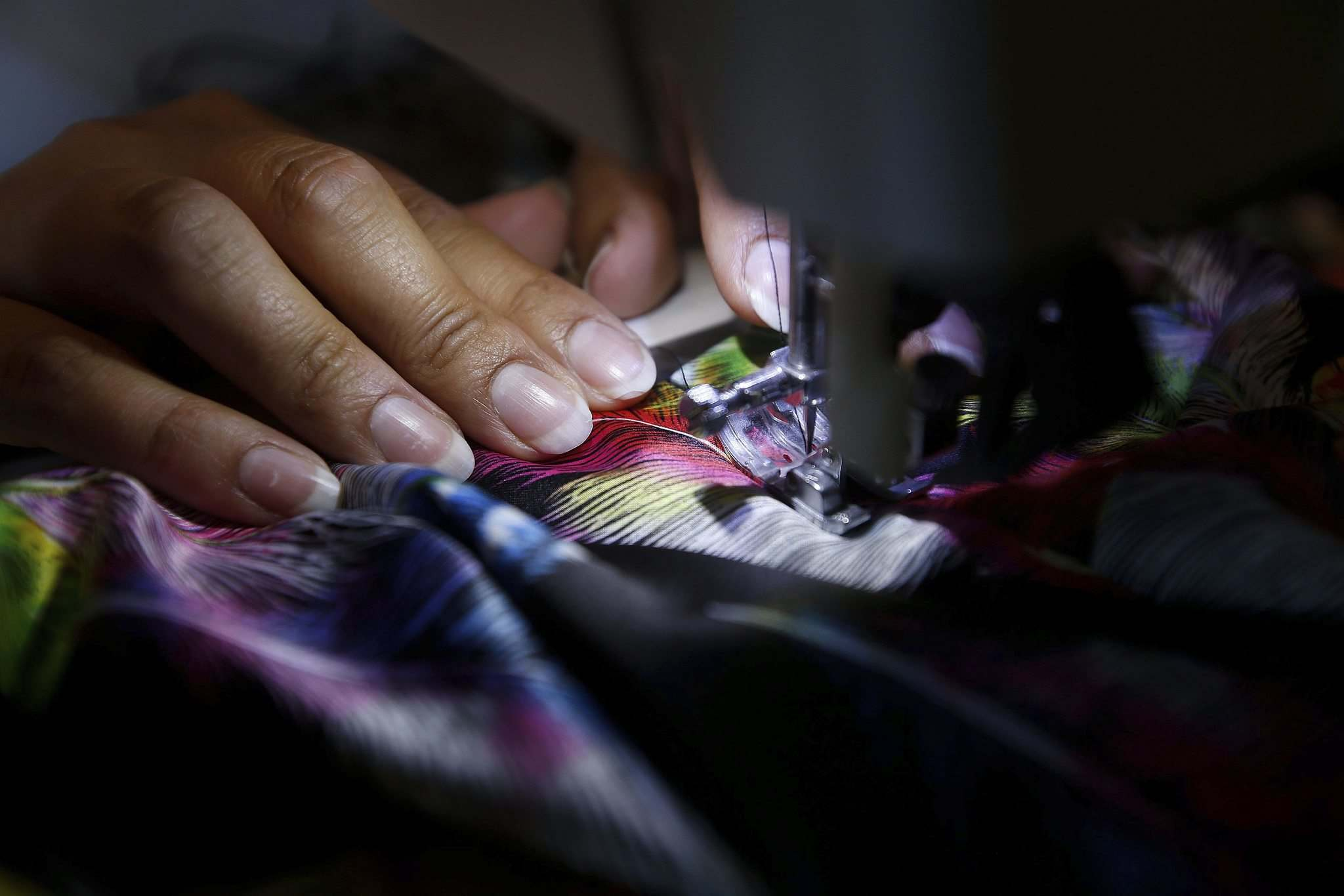 Ojibwa culture plays a big part in what fabric Sinclair purchases for the garments and blankets she designs and sells. (John Woods / Winnipeg Free Press)</p></p>