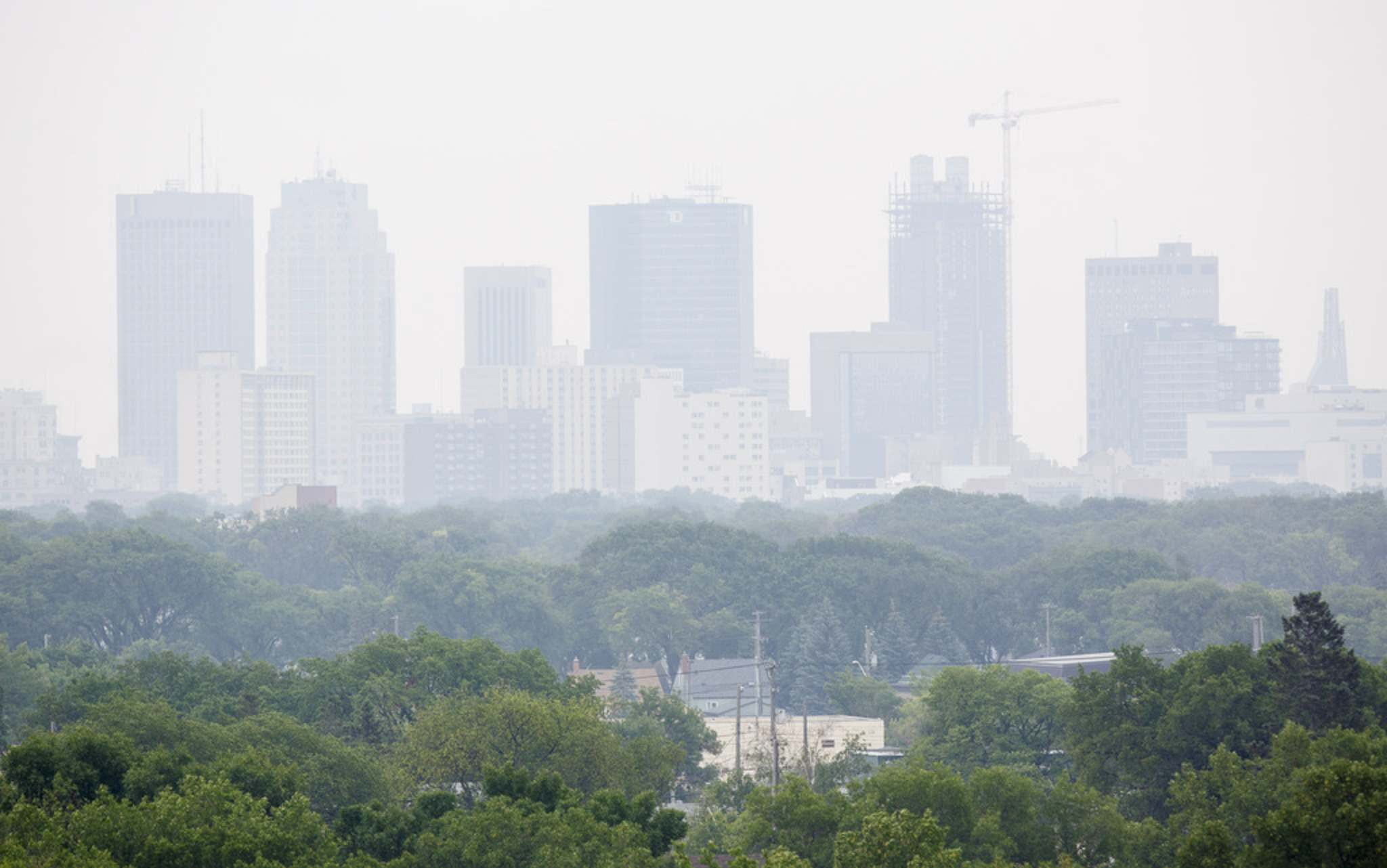 MIKE DEAL / WINNIPEG FREE PRESS</p><p>Smoke from rural forest fires hangs over downtown Winnipeg Tuesday afternoon.</p>