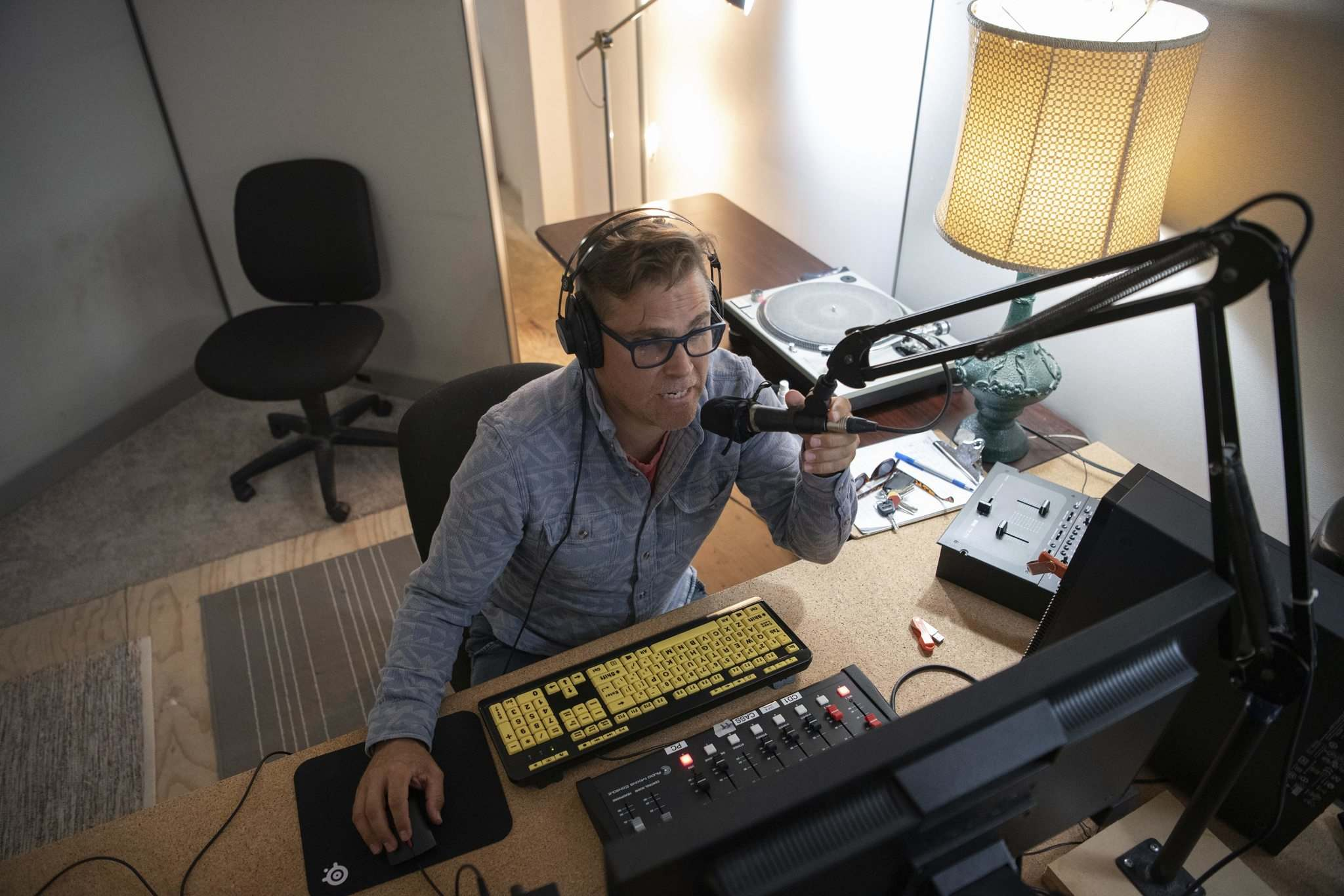 ALEX LUPUL / WINNIPEG FREE PRESS</p><p>Eton Harris, host of the CKUW radio program Lost Chunes, gets back behind a studio microphone. CKUW is broadcasting 13 of its radio programs at a satellite station in the Fortune Block on Main Street, the first time the University of Winnipeg has established an off-site studio in its history.</p>