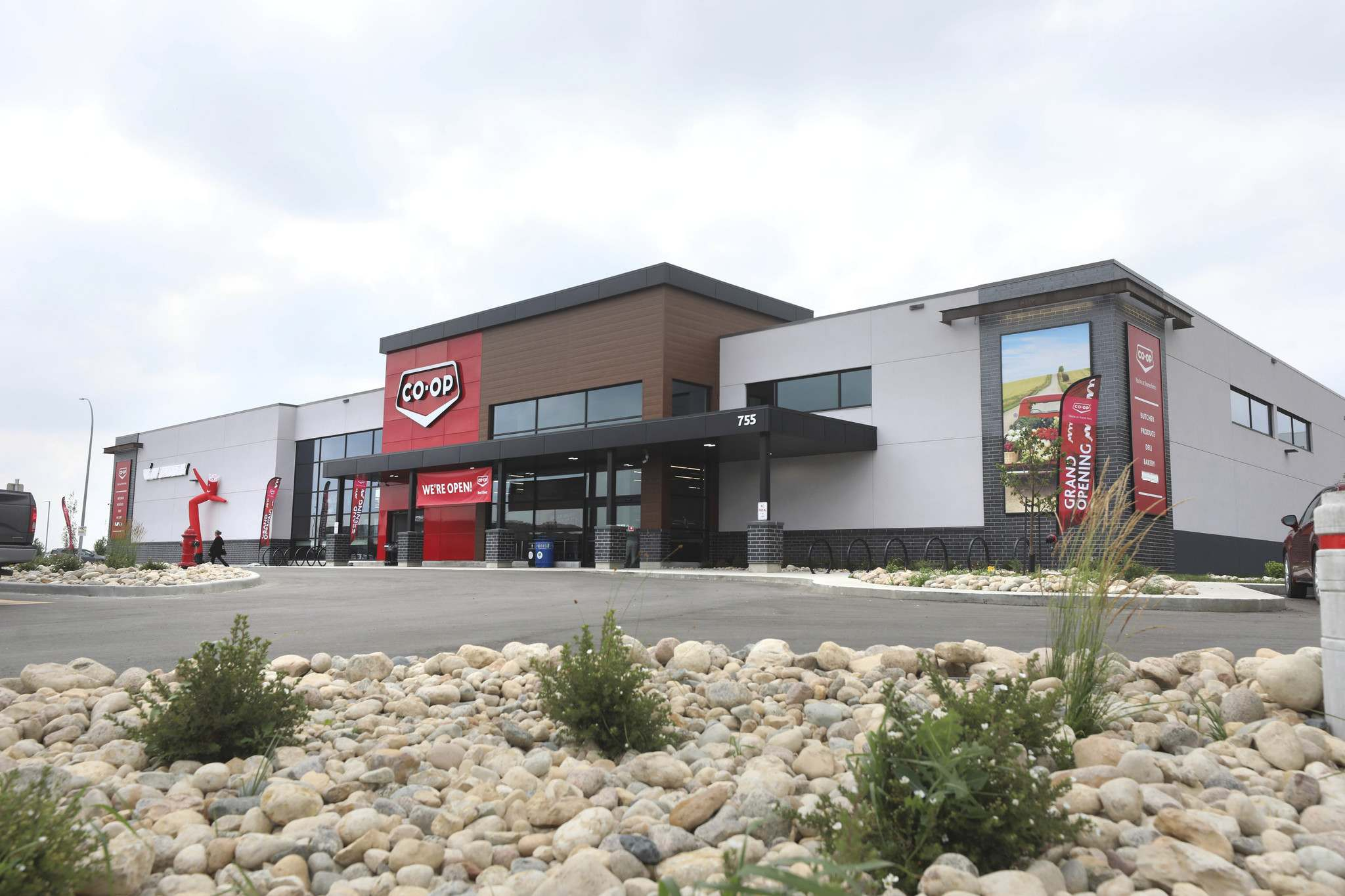 RUTH BONNEVILLE / WINNIPEG FREE PRESS</p><p>The newest Red River Co-op Food Store in Winnipeg located at 755 Sterling Lyon Parkway near the Outlet Mall.</p>