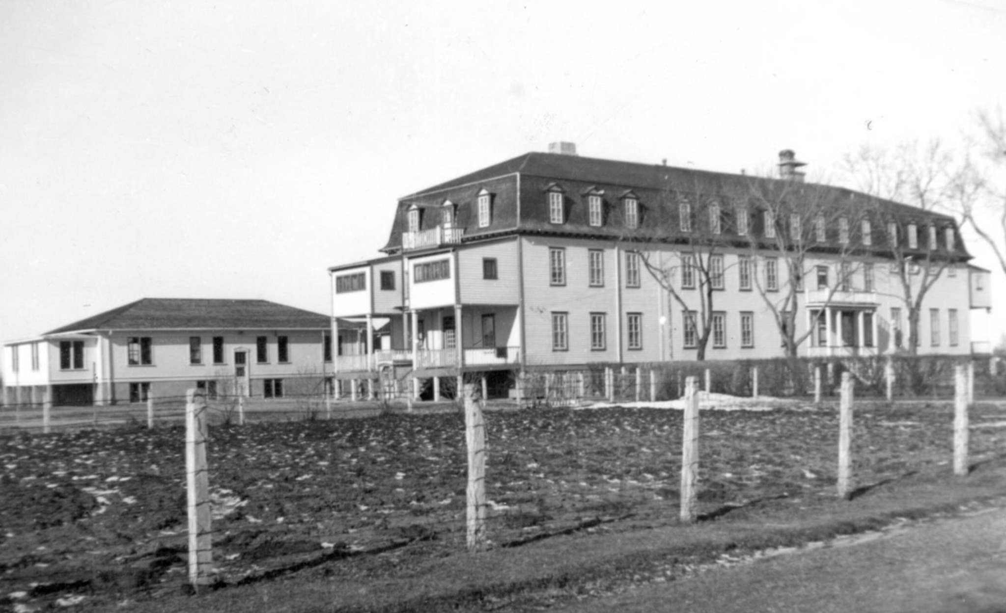 Archives of the Missionary Oblate Sisters</p><p>The Fort Alexander Indian Residential School operated between 1905 and 1970. It had a notoriously brutal legacy.</p></p>
