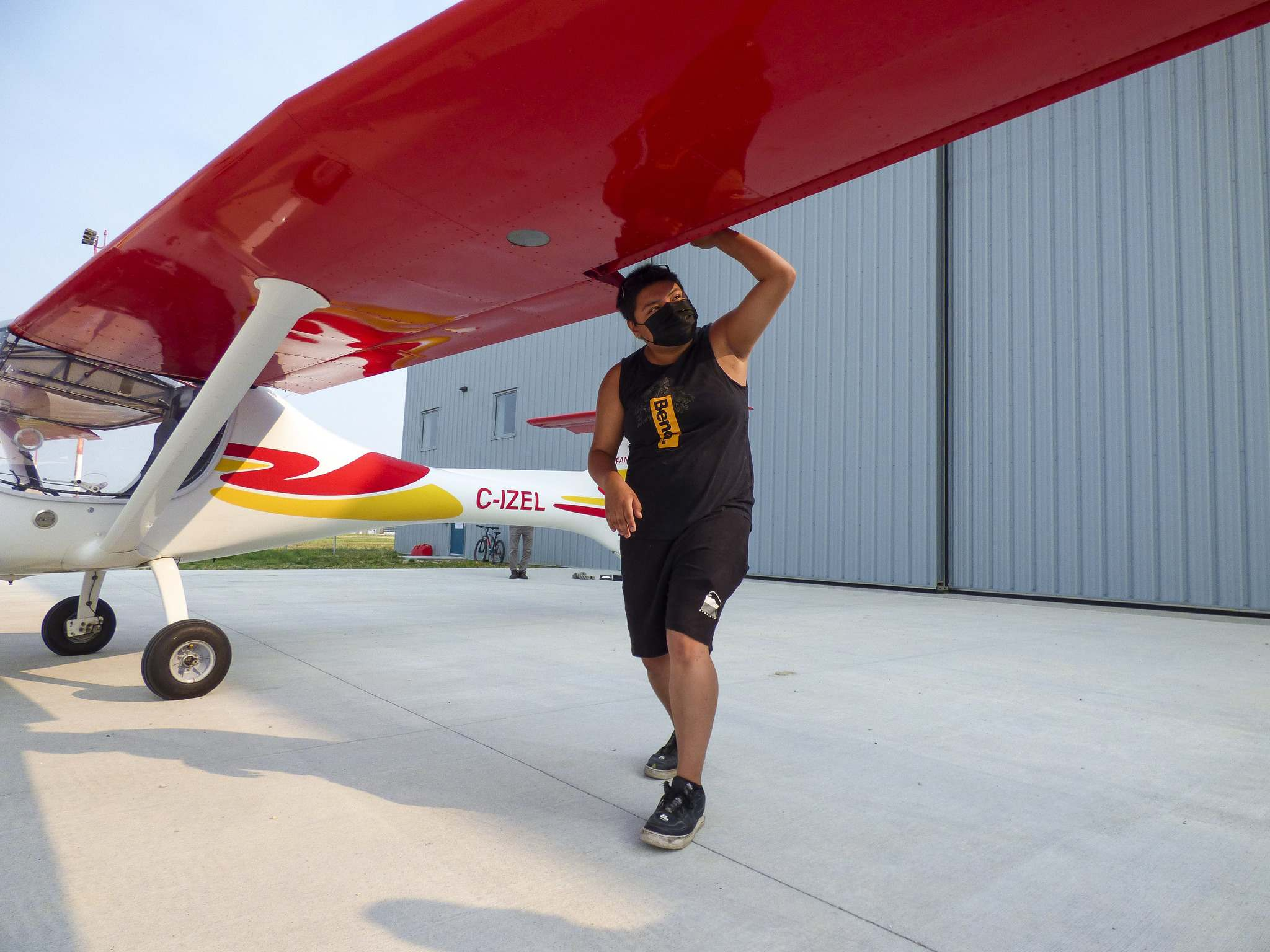 Cyle Daniels inspects the wing flaps of the Allegro 2000 Ultralight. (Supplied)</p>
