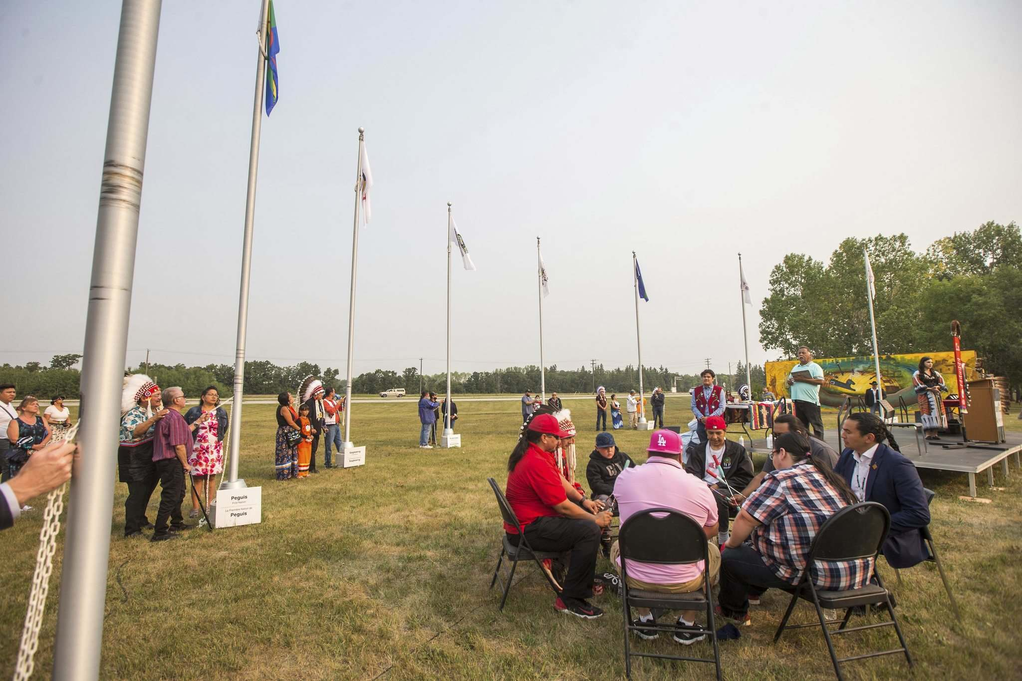 MIKAELA MACKENZIE / WINNIPEG FREE PRESS</p><p>Treaty 1 chiefs raise flags as the Spirit Sands Singers sing a song at a commemoration of the 150th anniversary of the making of Treaty No. 1 at the Lower Fort Garry National Historic Site on Tuesday.</p>