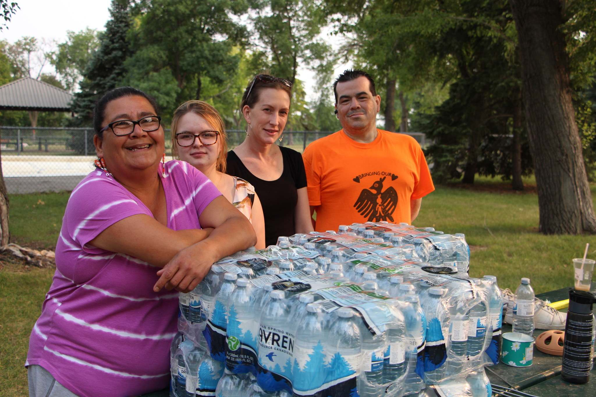 Mary Burton (left), executive director of Fearless R2W, Lalonnie Shimonko and Jessie Leigh, executive director of the North End Community Renewal Corporation, and John Morrissette ran an evening pop-up clinic in St. John's Park. (Mikaela MacKenzie / Winnipeg Free Press)
