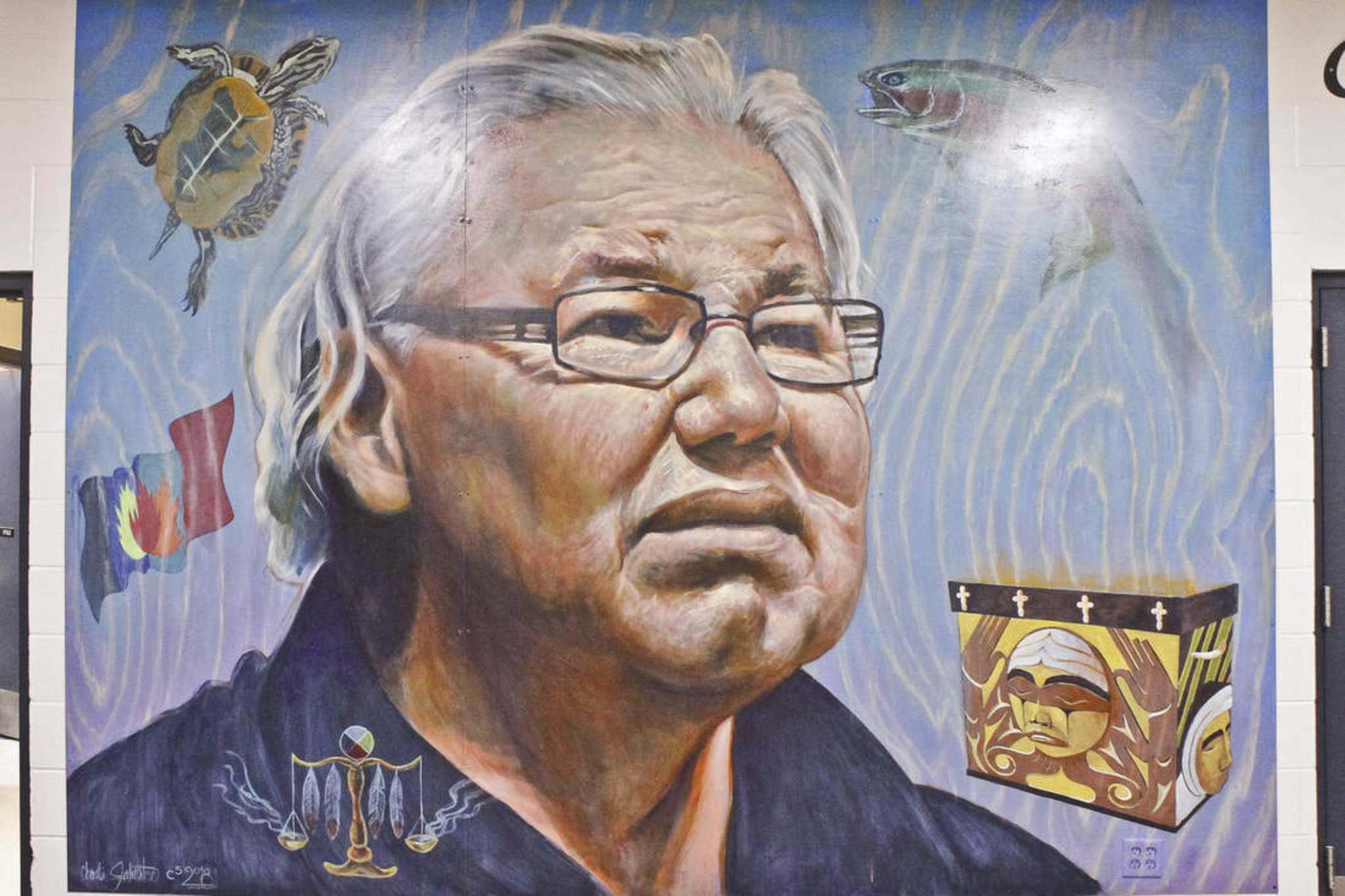 Charlie Johnston and students Kaitlyn Barnett-Lussier, Cheyenne Cockerill, Ramsey Desjarlais, Julie Stevenson and Ela Wasney worked on this mural of former Senator Murray Sinclair, who attended Lord Selkirk Regional Comprehensive High School, where the mural is located.</p></p>