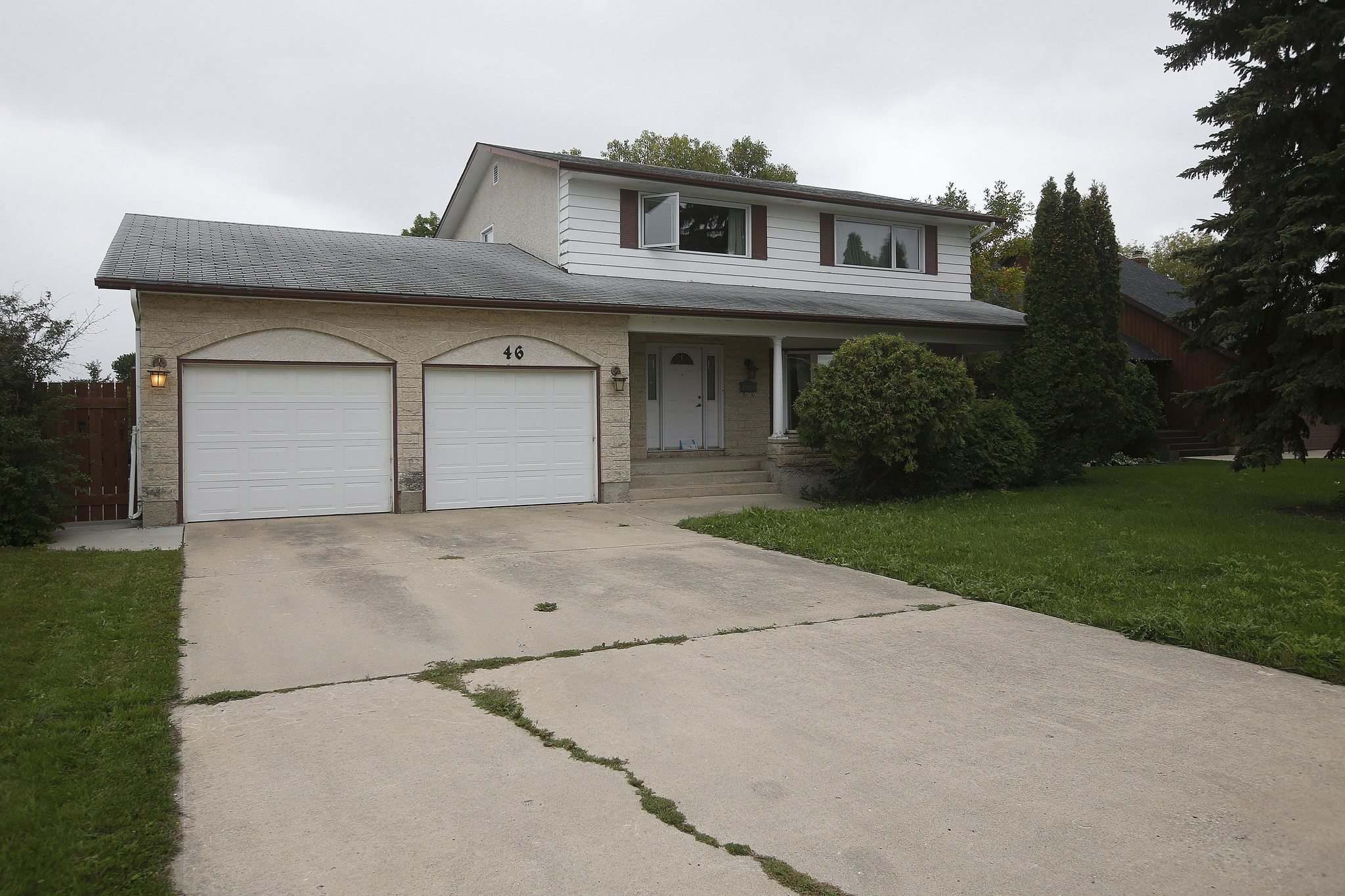 The alleged home of Robert Dawson, which was raided by police on Wednesday. (John Woods / Winnipeg Free Press)</p>