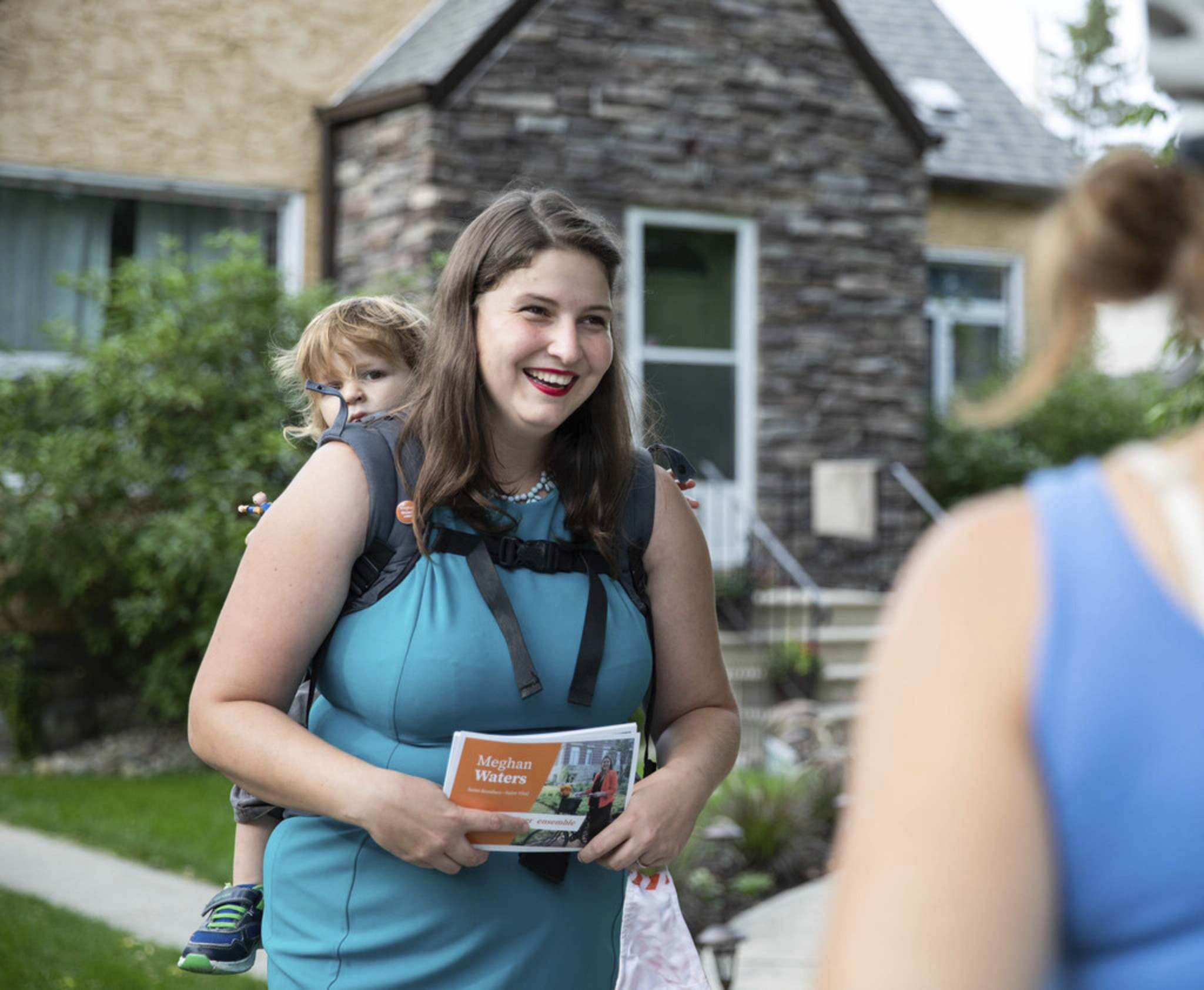 JESSICA LEE/WINNIPEG FREE PRESS</p><p>NDP candidate Meghan Waters and her son Léon hit the streets, Friday.</p>