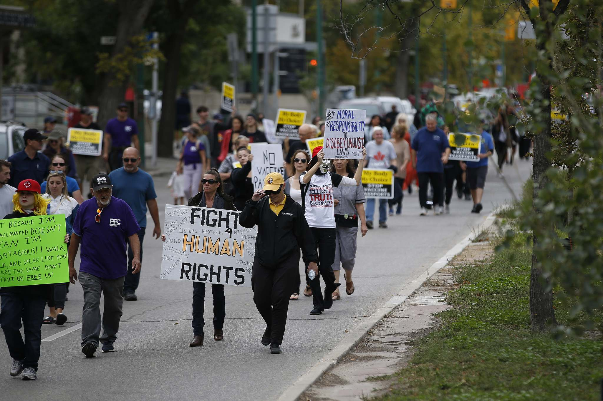 Protesters made their way down Broadway from the legislature on their way to city hall. (John Woods / Winnipeg Free Press)</p>