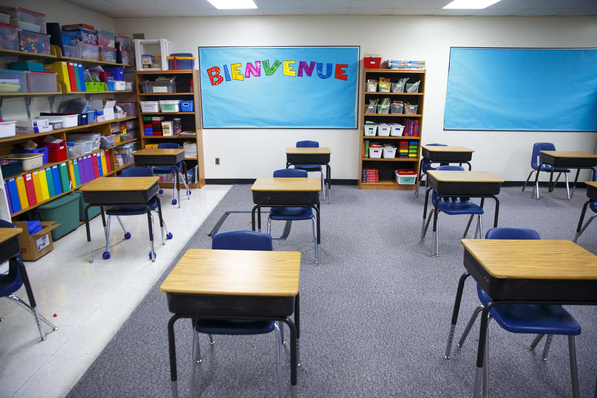 Last year, some families received courtesy notices their child was in a classroom or cohort in which a positive case was identified, but that practice is not required. (Mike Deal / Winnipeg Free Press files)