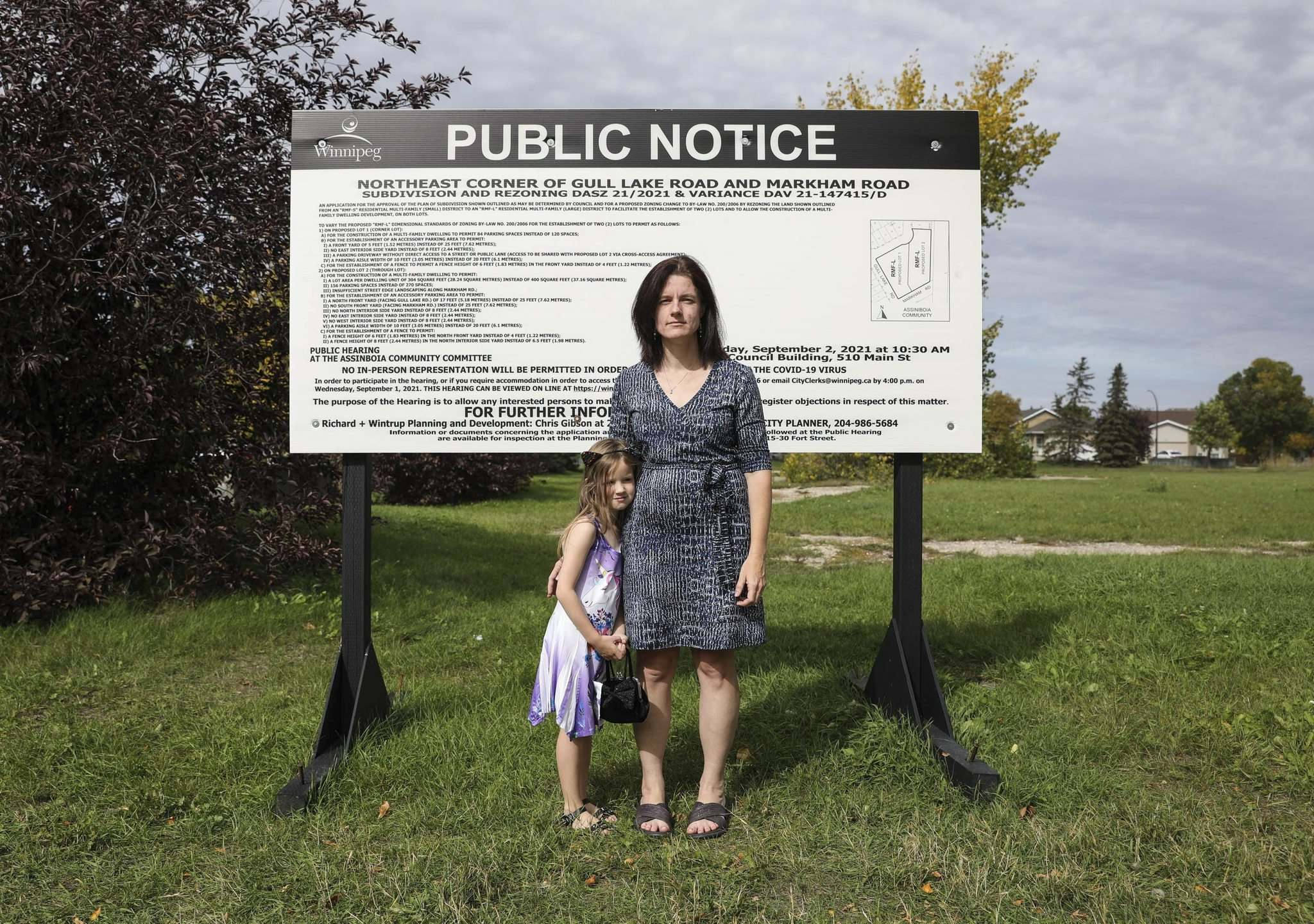 JESSICA LEE / WINNIPEG FREE PRESS</p><p>Audrey VanderSpek, with daughter Lara, said residents expect the plan could lower property values for surrounding homes and entirely obstruct some views.</p>
