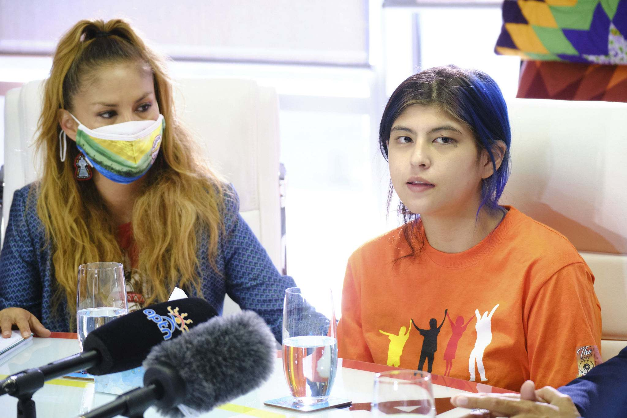 Serenity Morrisseau speaks at the AMC offices Tuesday morning with her mother Tracy Bone (left), after she was allegedly attacked by a Unicity Taxi driver over the weekend. (Mike Deal / Winnipeg Free Press)
