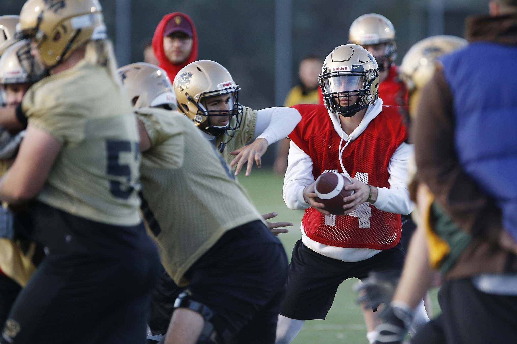 When the Bisons took a break from workouts in July, Tachinski enrolled in a series of off-season quarterback camps at NCAA Division 1 schools in the southern U.S. (John Woods / Winnipeg Free Press)
