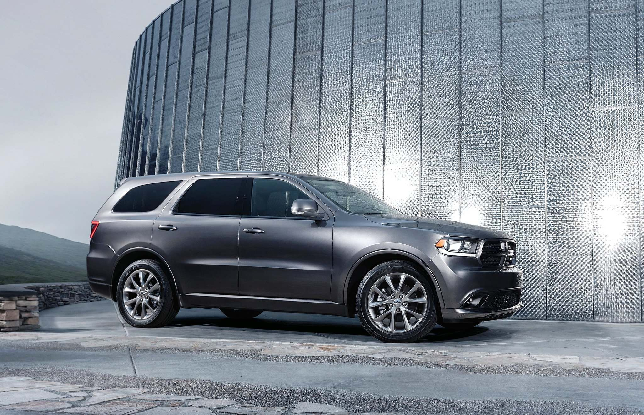 The Dodge Durango SRT will reportedly feature the same 6.4-litre V-8 engine found in the Jeep Grand Cherokee SRT, delivering 475 horsepower.