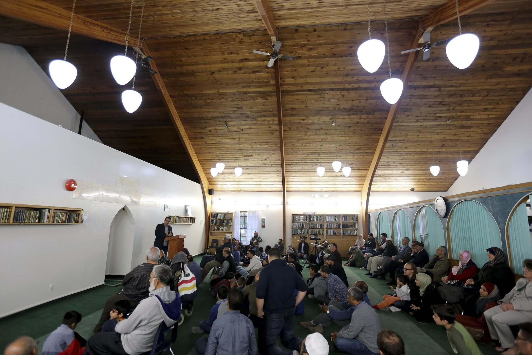 TREVOR HAGAN / WINNIPEG FREE PRESS</p><p>A special event at the newly renamed Pioneer Mosque on its 40th anniversary, Sunday.</p>