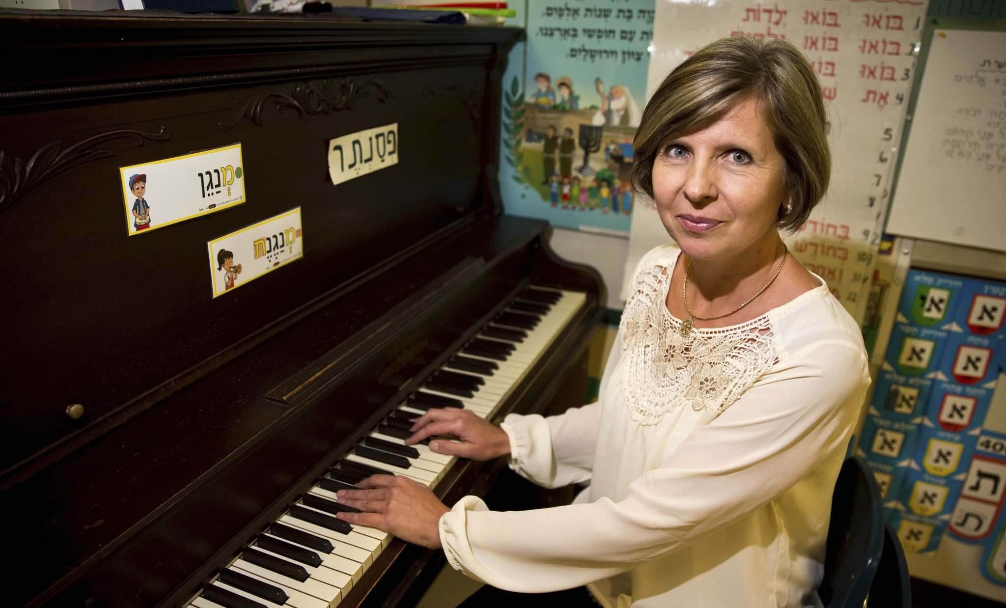 MIKE DEAL / WINNIPEG FREE PRESS</p><p>Tatyana Smolyaninov, a teacher at the Gray Academy of Jewish Education, was in a video of her playing a piano on a street in New York City last spring that has gone viral.</p></p>