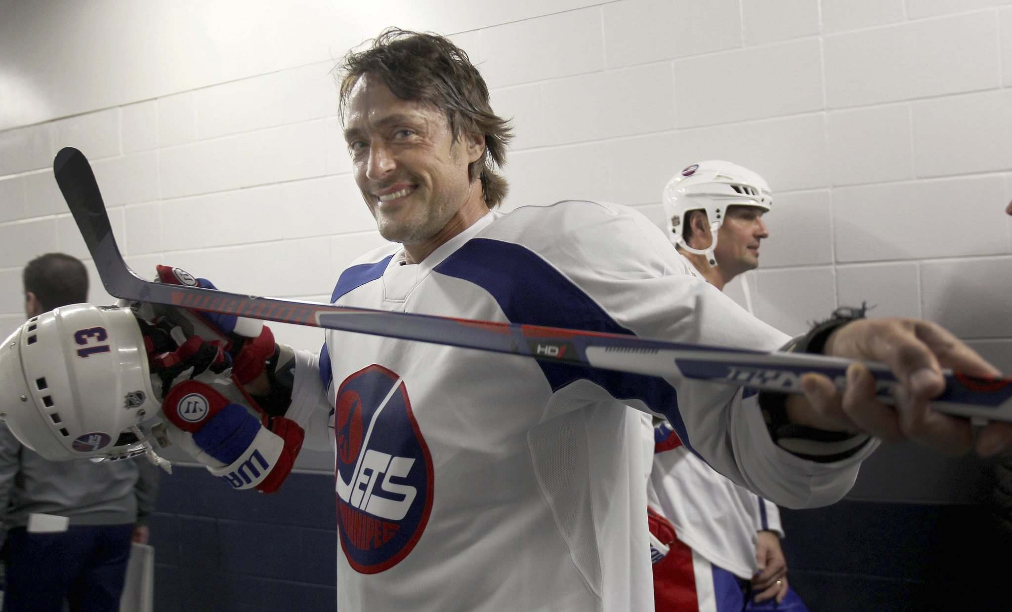 JOE BRYKSA / WINNIPEG FREE PRESS</p><p>Teemu Selanne stops to smile for a photo as he heads for the locker room after practice in the MTS Centre.</p>
