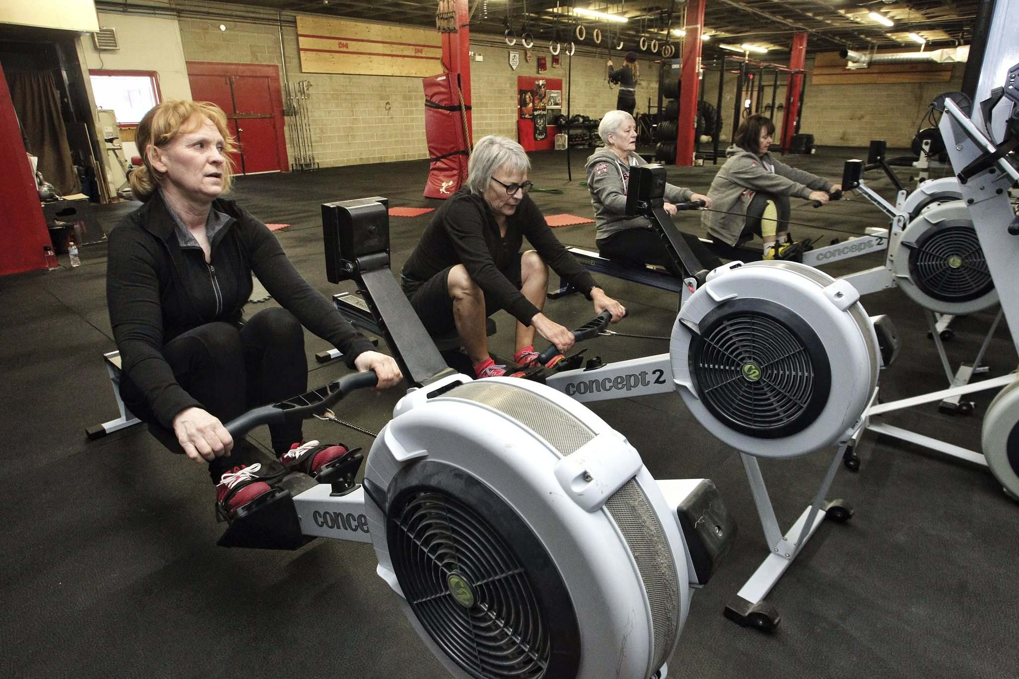 Mike Deal / Winnipeg Free Press files</p><p>Many new fitness programs incorporate rowing machines, such as this one run by local CrossFit 204.</p>